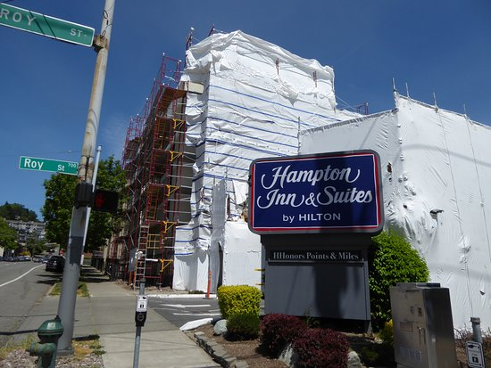 Hampton Inn & Suites Seattle Downtown: Everything wrapped up except the sign.