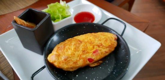 Anantara Layan PhuketResort: Breakfast, noodle station