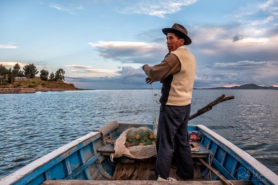 Titicaca For You: Laying out the fishing nets at sunset