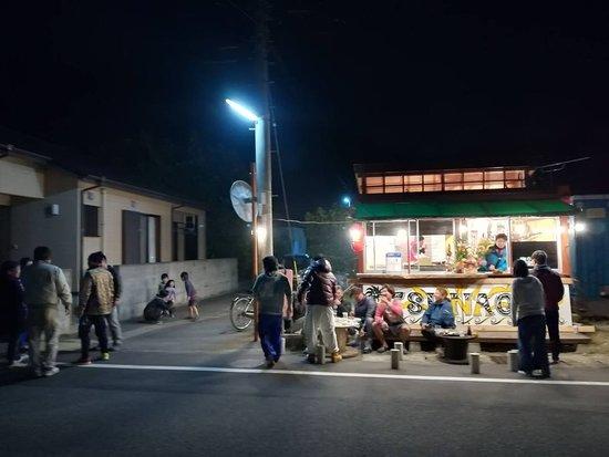 Amami Yamato Guest House Sonouchi: 徒歩5分、地元住民が集う焼き鳥屋さんTUNAGU