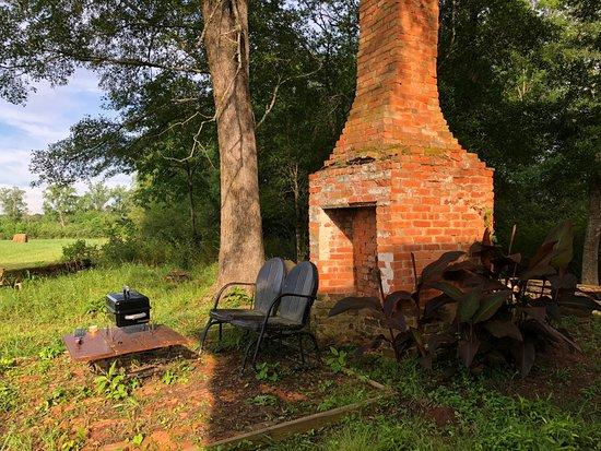 Mockingbird Hill Farm : seating area outside the field house
