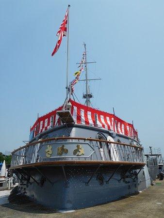 Memorial Ship MIKASA: 満艦飾を行う三笠、full dressed ship of MIKASA