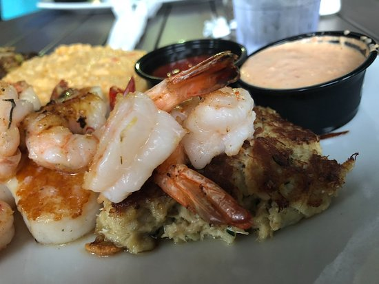 Acme Lowcountry Kitchen: The Lighthouse-- shrimp, scallops, crabcake