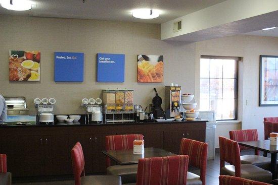 Comfort Inn River's Edge: Breakfast area