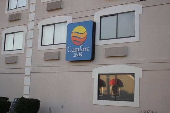 Comfort Inn River's Edge : Sign