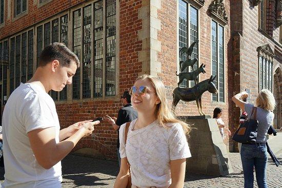 Town Musicians of Bremen (Bremer Stadtmusikanten): Turisti a fotografare