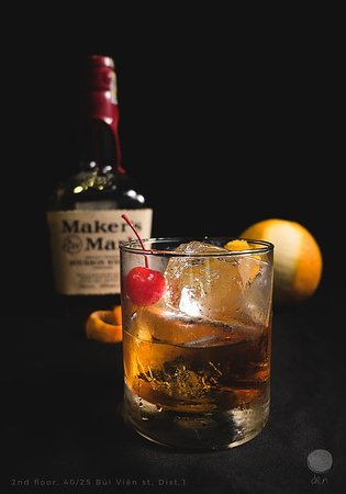 Den The Bar : Old Fashioned for those who are weary from the road