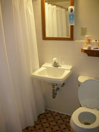 Strater Hotel: classic bathroom