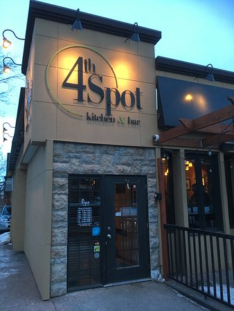 4th Spot Kitchen and Bar : Outside