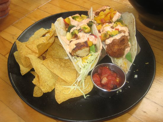 Down the Hatch Maui: fish tacos