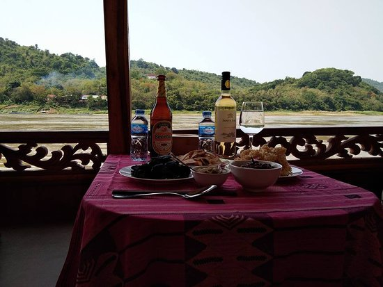 Provinz Luang Prabang, Laos: Romantic cruise on Mekong river