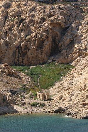 Phare de la Pietra : Au pied de lîle, il y a des vestiges d'anciennes habitations