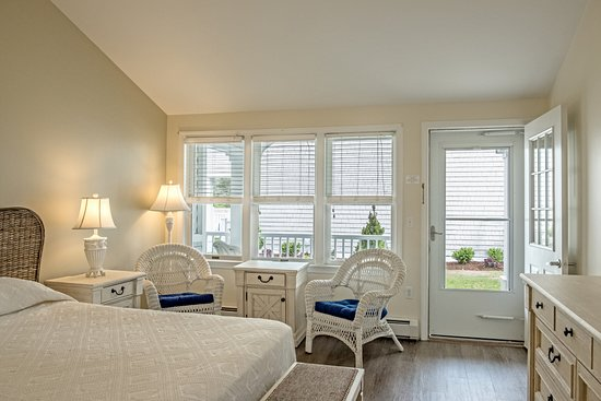 West Harwich, MA: King Room Handicap Accessible