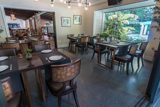 KAYU: Kitchen + Bar: Meeting Area