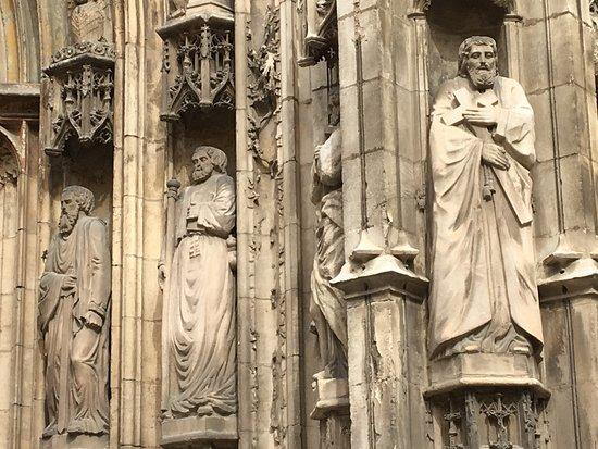 Cathedrale St. Sauveur: Statues