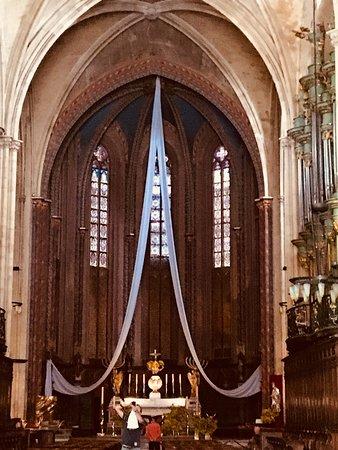 Cathedrale St. Sauveur: Altar