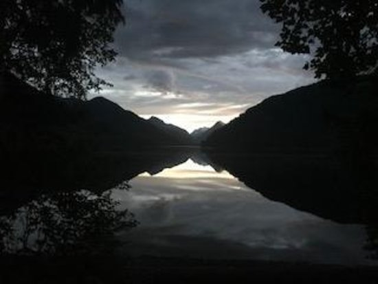 Gold River, Canada : Sunset from the campsite