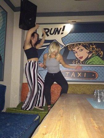 Pub Crawl Athens张图片