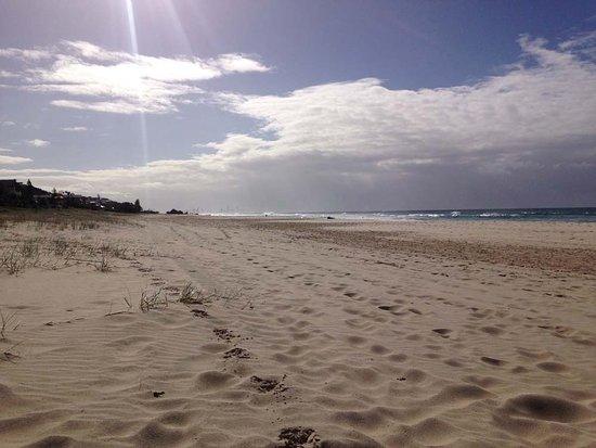 Tugun Beach: Long white sand beaches at Tugan Beach