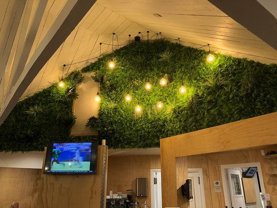 Boundary Tap & Kitchen : A feature in the main restaurant - living wall