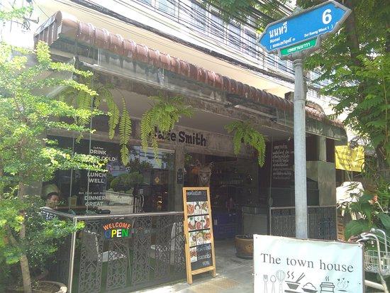 Cafe Smiths: ---