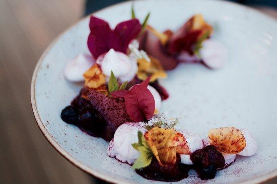 Acre Eatery: Vegan meringue - autumn Special