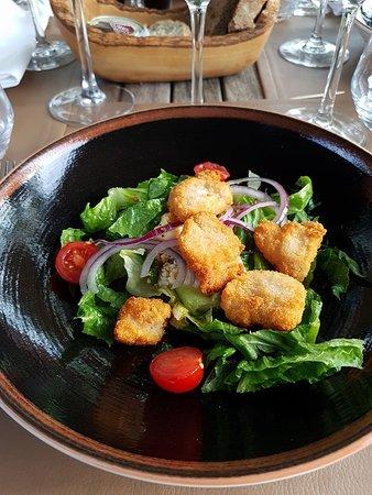 Conviva: Ceasar salade, krokante kippenoester, aardappel Parmezaan crème
