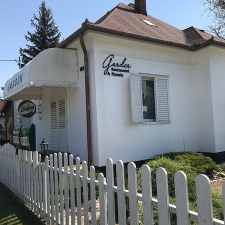 Balatonmariafurdo, Hungary: Garden Restaurant & Pizzeria