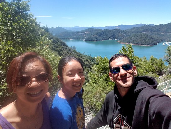 Lakehead, CA: Just outside the caves overlooking Lake Shasta