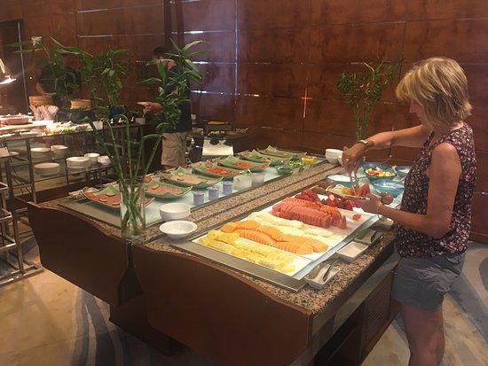Shangri-La Al Husn Resort & Spa: Breakfast spread