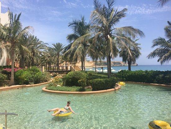 Shangri-La Al Husn Resort & Spa: Tubing on the lazy river