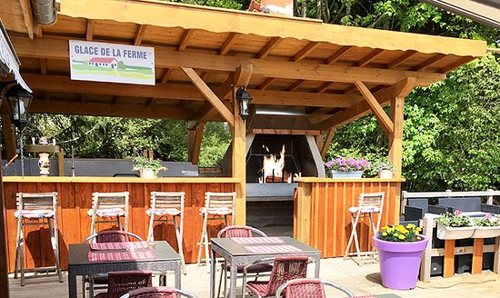Auberge de Liézey: Barbecue sur la terrasse