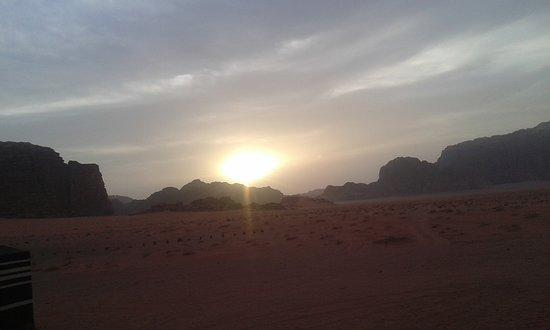 Beyond Wadi Rum Camp : шведский стол за ужином