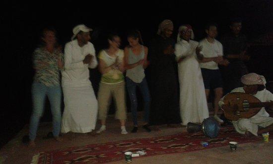 Beyond Wadi Rum Camp : закат (а небо в облаках)