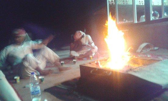Beyond Wadi Rum Camp : танцы