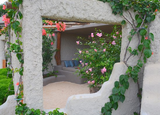 Rockwater Resort: Private beach garden with day Bed,  Rock Suite #4