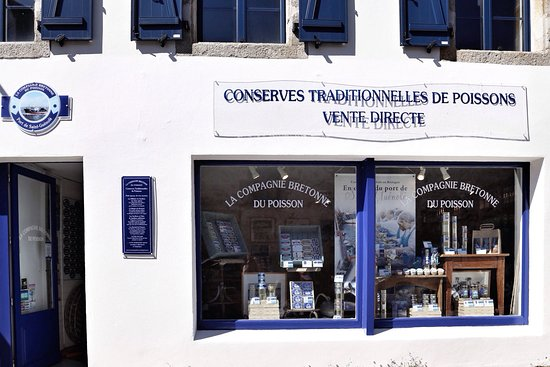 Benodet, France: Magasin de conserves fines de poisson