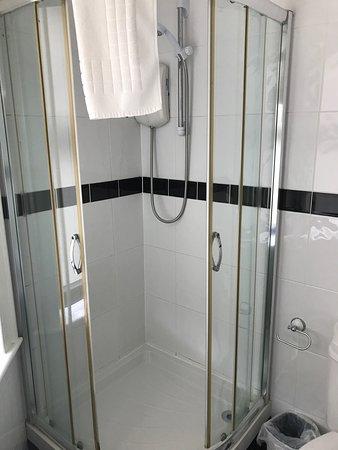 Barrington Lodge: Shower