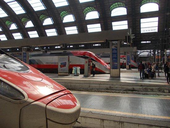 Milano Centrale: moderne Fahrzeuge
