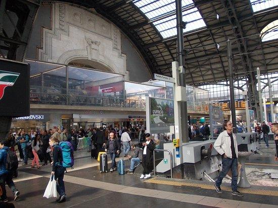 Milano Centrale: Geschäftiges Treiben
