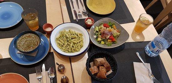 Leka Restaurant Photo