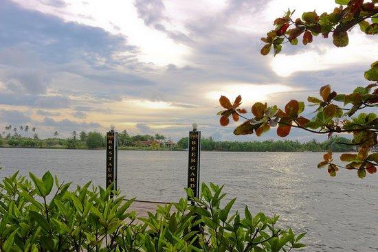 Hemadan Restaurant & Beer Garden : Bentota River