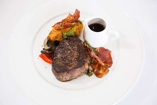 Geppetto Trattoria: Prime eye fillet with sweet potato mash, red wine and sage reduction served with crispy prosciut