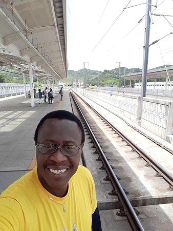 KTX (Korea Train Express): Estación del Tren Bala en Gyeongju, Korea