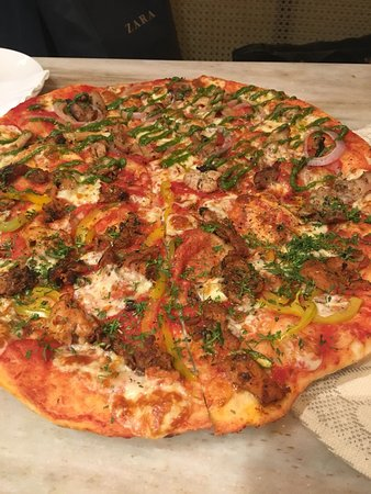 Dhania Chicken Pesto Pizza