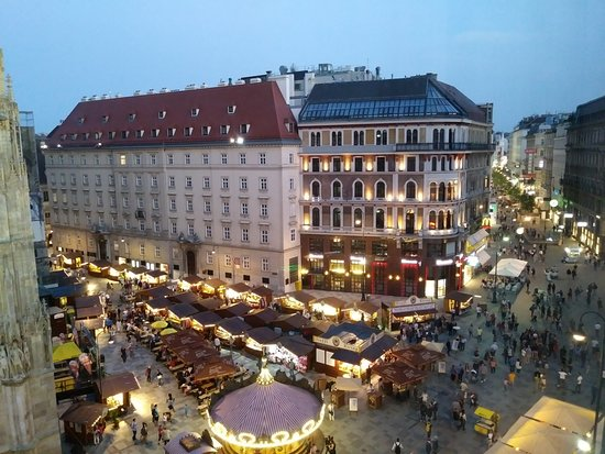 Boutique Hotel am Stephansplatz: View from room 505 in the early evening