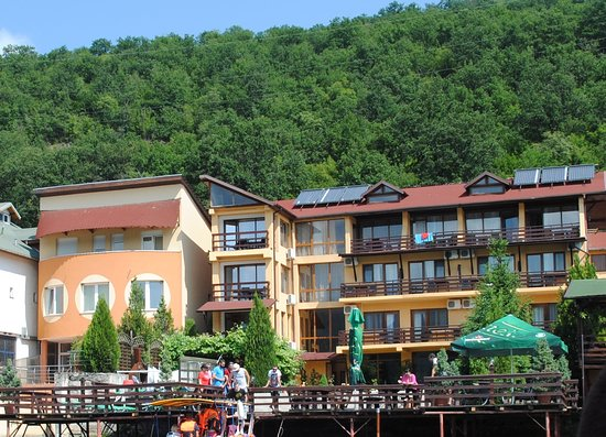 Pension La Ponton: view from water