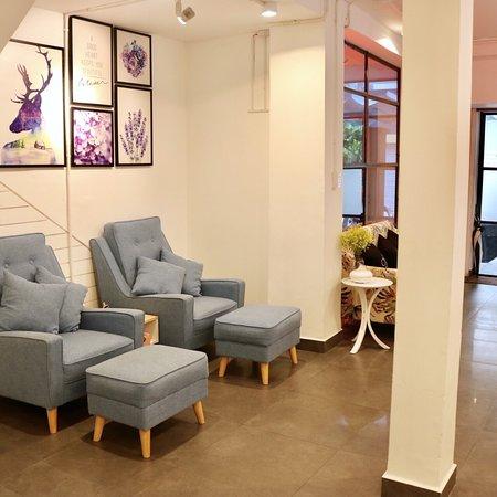 Eva Nails & Café: Exterior & interior