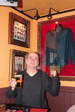 Hard Rock Cafe: A Camisa, consta como tendo pertencido ao Mick Jagger