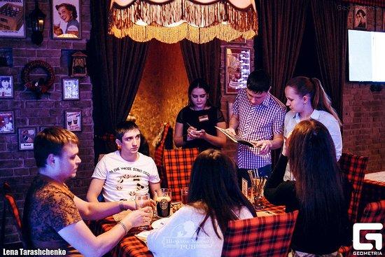 Sherlock Holmes Pub : с дузьями в уютном Шерлоке хорошо провести время